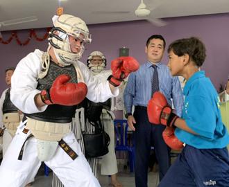 カンボジアのシェムリアップの孤児院での日本拳法を現地の子どもたちと
